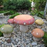 Mushroom Table With 4 Stools