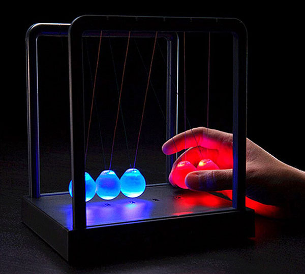 Illuminating Newton Cradle