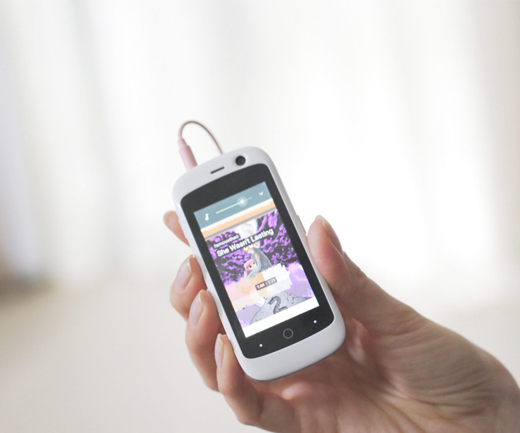 Jelly The Smallest 4G Smartphone