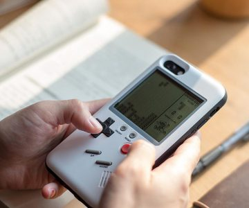 Turn Your iPhone Into a Retro Gamers Console With this Game boy Case